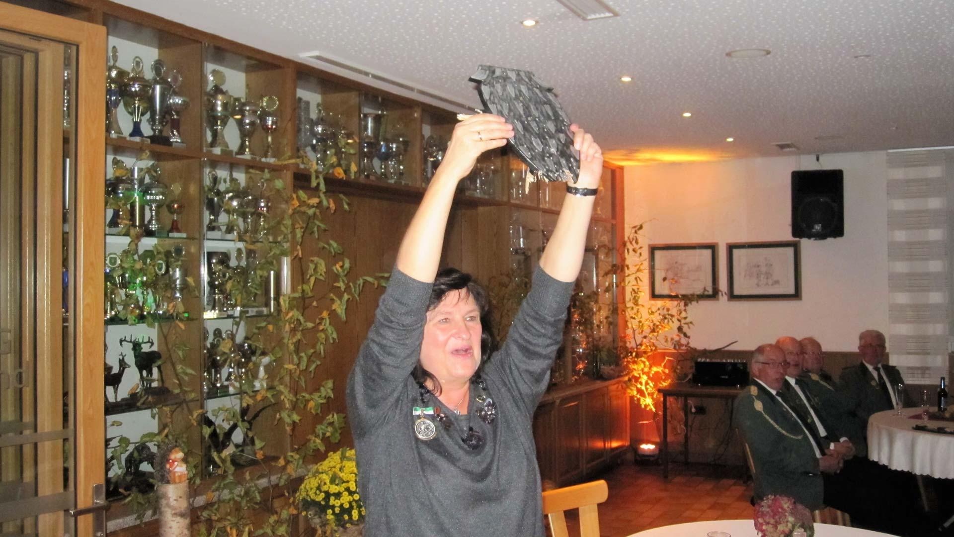 Ulla Hinrichs ist Herbstvogelkönigin in Borgloh